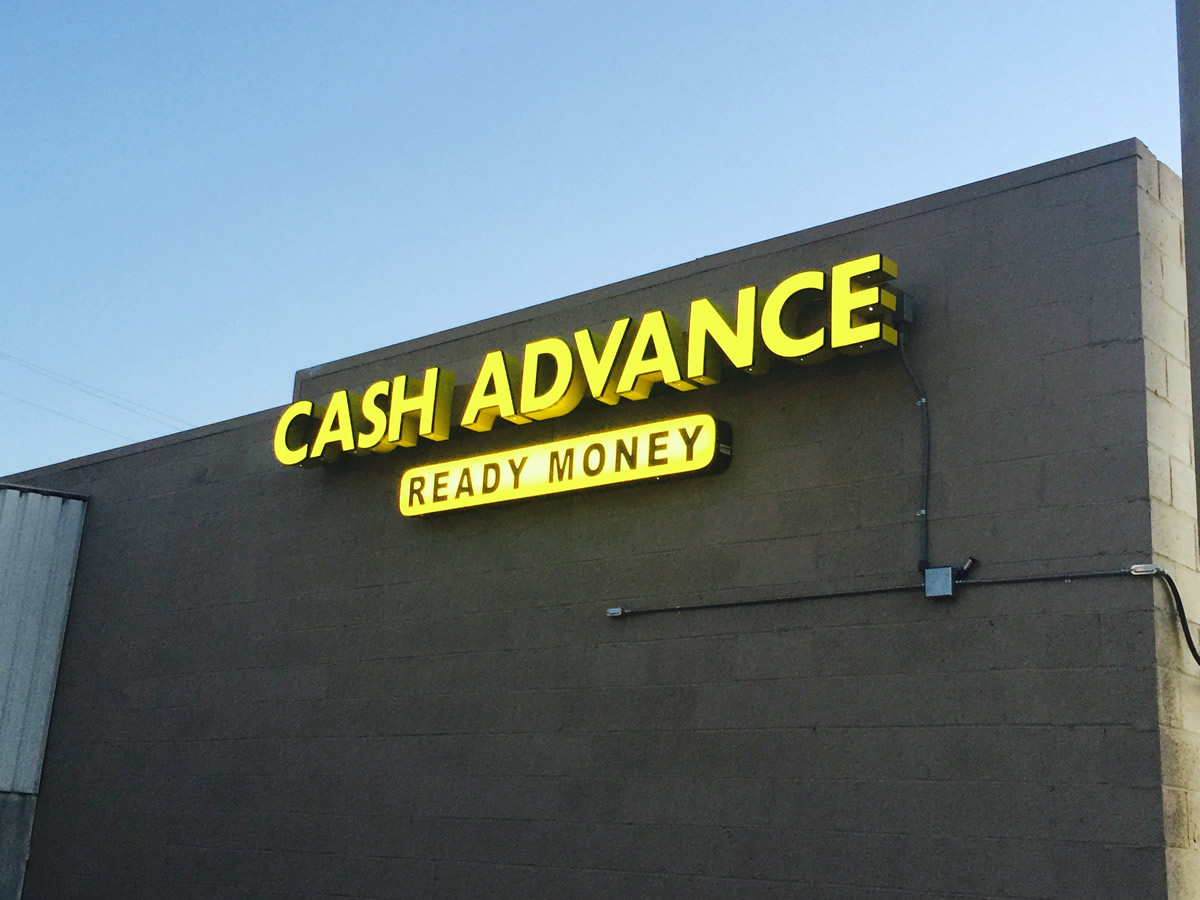 retail-store-signage-lighting1