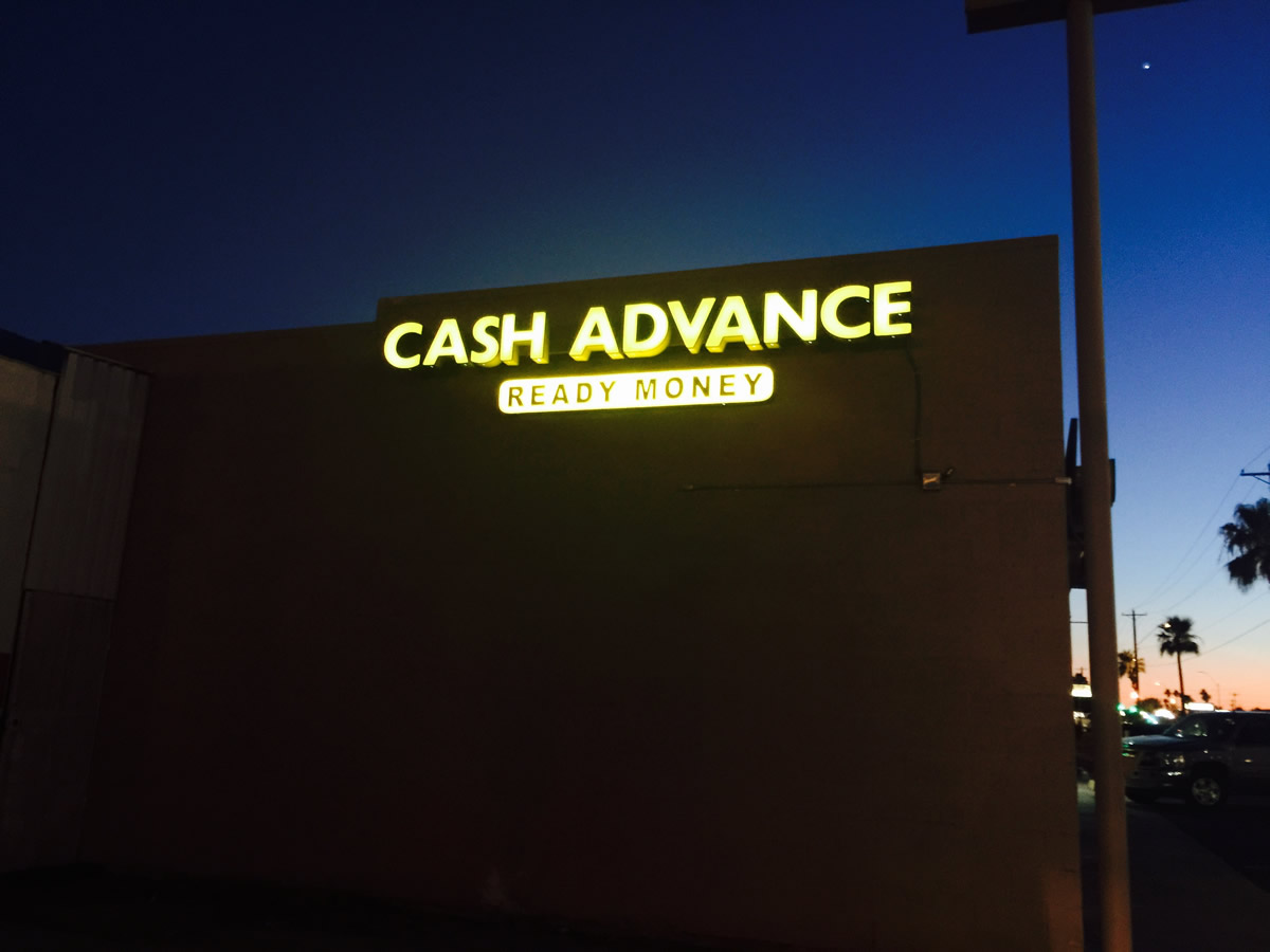 retail-store-signage-lighting3